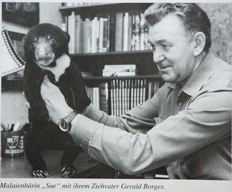 Sue (17. Dezember 1979) mit ihrem Ziehvater Gerald Borges